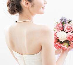 背中が大きく開いたドレスにも対応画像1